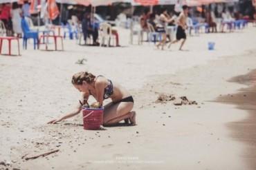 """Câu chuyên về bức ảnh """"Người nước ngoài nhặt rác ở bãi biển Việt"""""""