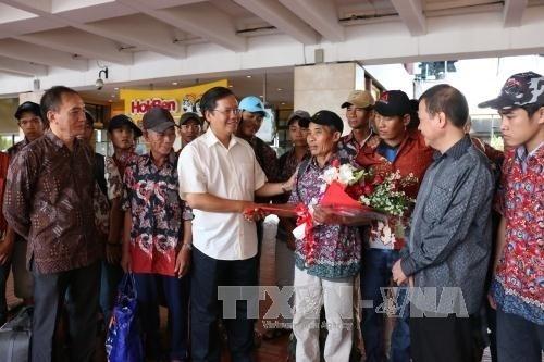Đại sứ Việt Nam Hoàng Anh Tuấn dặn dò các ngư dân. Ảnh: Đỗ Quyên/TTXVN
