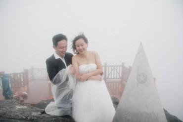Cặp đôi bất chấp thời tiết lạnh dưới 1 độ C chụp ảnh cưới trên đỉnh Fansipan