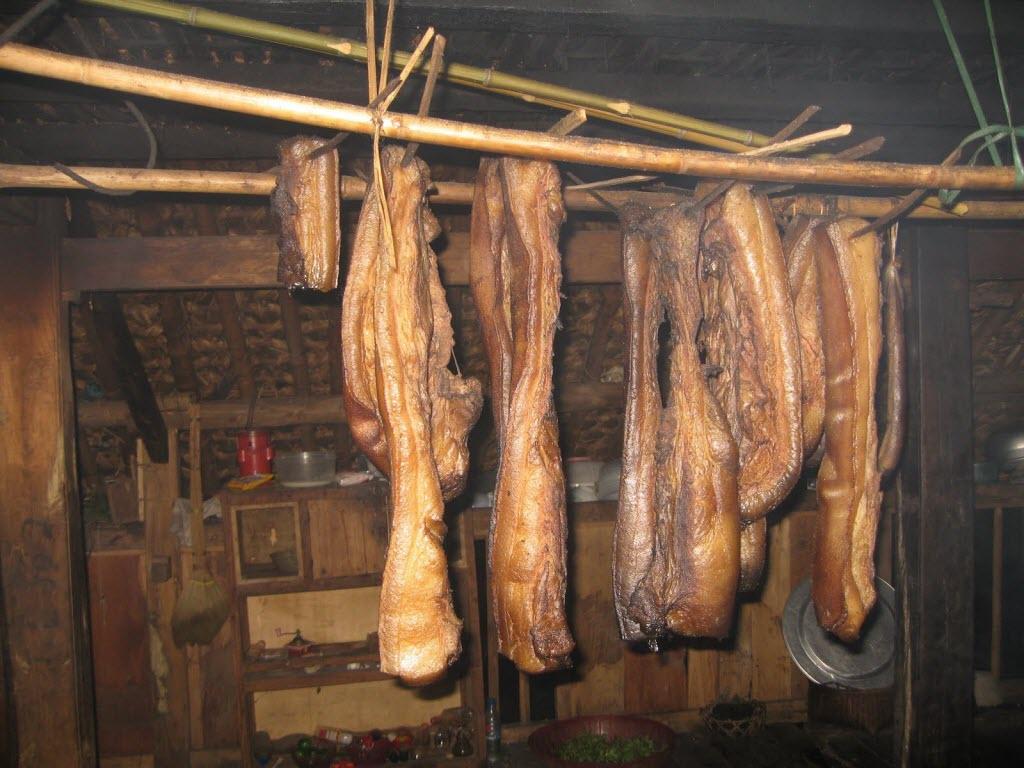 Thịt lợn đen hun khói - GSV Travel